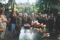 Chór na Cmenatrzu w Wilnie przy Grobie Matki i Serca Syna - Marszałka Piłsuskiego, 2010