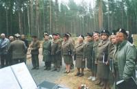 Uroczysta msza św. na terenie Cmentarza Katyńskiego, gdzie Chór AK pojechał wraz z kombatantami w 2001 roku