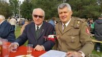 Budy Zosine, od lewej Janusz Orsik ps. Ciapek i Piotr Kosowicz